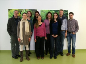 Das Team der Neuropsychologie v. li n. re: Dr. Reiner Sprengelmeyer, Veronika Herkommer, Dipl. Psych. Johanna Heimrath; Sarah Straub, Olivia Küster, Dr. Dorothée Lulé, PhD; Dipl. Psych. Sarah Böhm; Prof. Dr. Ingo Uttner ; Dipl. ing. Martin Gorges